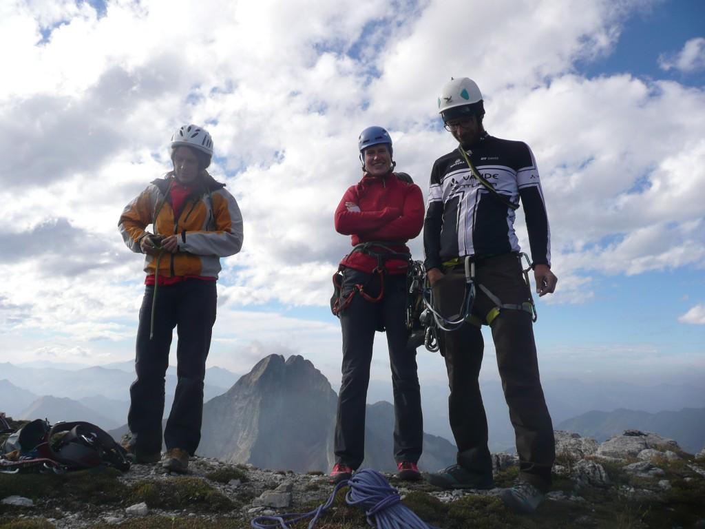 14. Stolz am Gipfel - im Hintergrund die Höfats